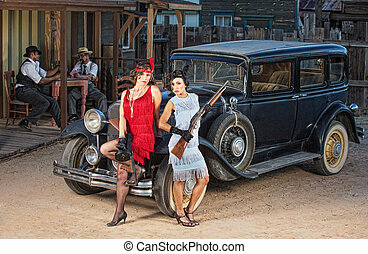 grupo, gángsteres, cerca, viejo, coche