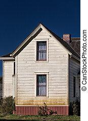 White Vintage American Farmhouse