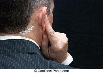 secreto, servicio, agente, Escucha, a, auricular, hombro
