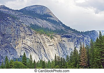 Yosemite Sierra Nevada Mountains Scenery. Yosemite National...
