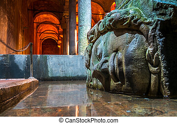 Medusa, Basilica cistern Istanbul - Famous Medusa's head in...