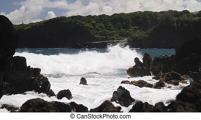 Strong currents on Maui, Hawaii (Landscape)