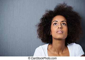 serio, wistful, joven, mujer, Afro