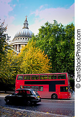 St. Paul´s Cathedral - Double decker and taxi passing by...