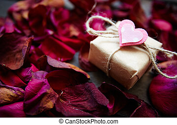 Love regards - Image of valentine giftbox with small pink...