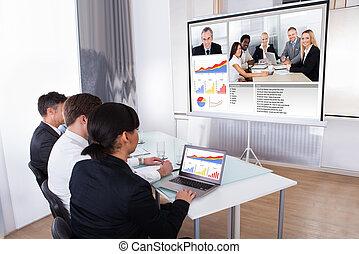 businesspeople, en, vídeo, conferencia