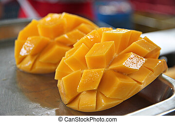 Ripe mangoes slices. - The Ripe mangoes slices.