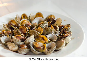 Boiled cockles - The cockles casually in a white dish