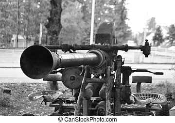 The old antiaircraft gun from World War II - The old...