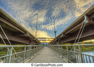 Walkway between Bridges