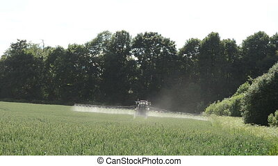 tractor fertilize field