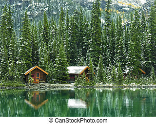 Wooden cabins at Lake OHara, Yoho National Park, Canada -...