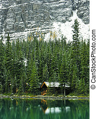 Wooden cabin at Lake OHara, Yoho National Park, Canada -...