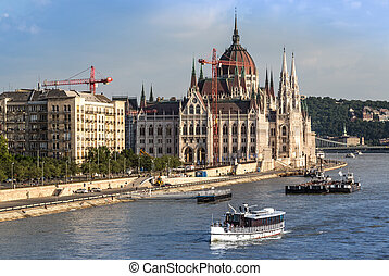 Chain Bridge and Hungarian Parliament, Budapest, Hungary -...