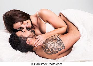 Amour, couple, lit