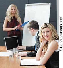 riunione, donna, lavoro squadra, presentare, affari