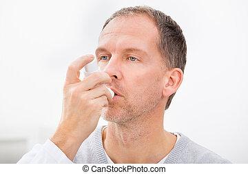 homem, com, asma, inalador