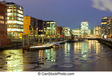 Icy winter night in the Hafencity - An icy winter night in...