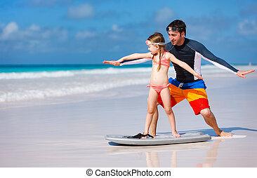 pai, filha, prática, surfando