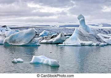 Jokulsarlon Glacier Lake - The famous Jokulsarlon glacier...
