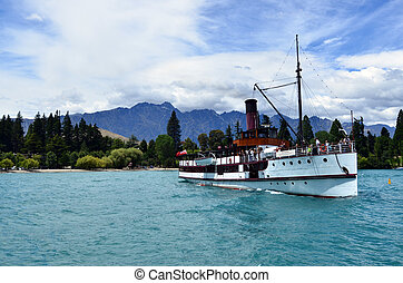 TSS Earnslaw in Queenstown NZ - QUEENSTOWN, NZ - JAN 16:TSS...