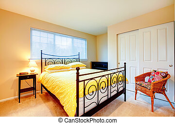 Light tones bedroom with antique iron fram bed - Cozy...