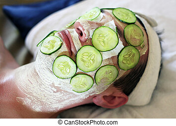 Mask from cucumbers - Mask from fresh cucumbers on face man