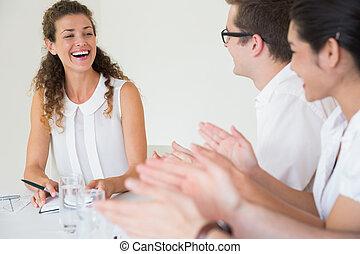 empresa / negocio, gente, aplaudiendo, mujer de negocios