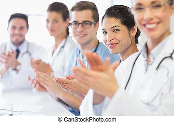 Confiado, Enfermera, aplaudiendo, medicos