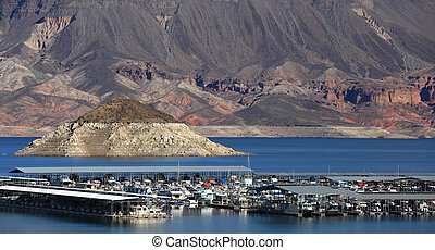 Lake Mead - Boating in scenic lake Mead