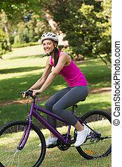 ヘルメット, 女, 自転車, フィットしなさい, 公園, 乗馬