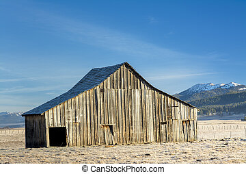 Beautiful barn with Idaho mountains in winter - Farmers barn...