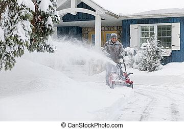homem, clareira, entrada carro, snowblower