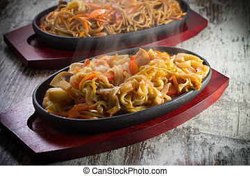 Thai noodles with seafood