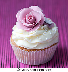 Purple rose cupcake - Cupcake decorated with a purple sugar...
