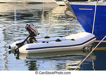 photographies de bleu gonflable bateau isol gonflable bateau blanc csp12330807. Black Bedroom Furniture Sets. Home Design Ideas