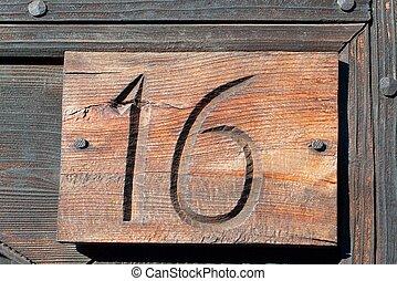sixteen wooden plate