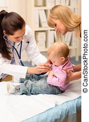 pediatra, Examinar, bebé, estetoscopio