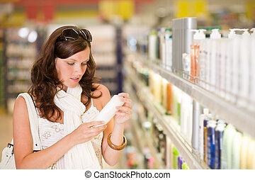shopping, cosméticos, -, mulher, segurando, shampoo