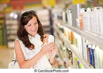 shopping, cosmetics-, sorrindo, mulher, segurando, shampoo