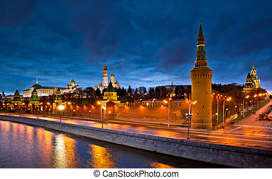 Moscow Kremlin night view - Moscow River and Kremlin in...