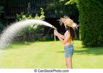 verão, jardim, mulher, jogo, água, mangueira