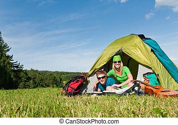 campamento, pareja, acostado, dentro, tienda, verano, campo