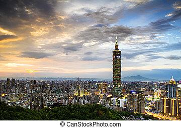 Taipei, Taiwan evening skyline. - Taipei, Taiwan evening...
