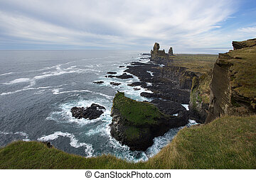 Snaefellsnes coastline, westh of the Snaefellsjoekull...