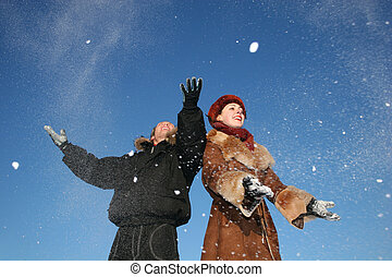 winter couple throw snow 2