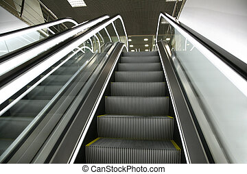Escaleras mecánicas, 2