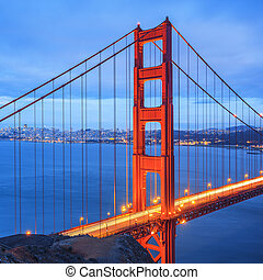 Golden Gate Bridge, San Francisco at night - Famous Golden...
