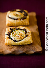 Puff pastry goats cheese and red onion small tarts - Small...