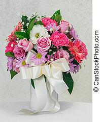 Flower bouquet in white ceramic vase - Close up rose...